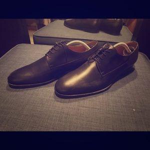 Black Gucci shoes